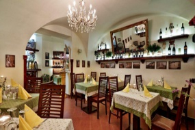 Restaurace uvnitř 3